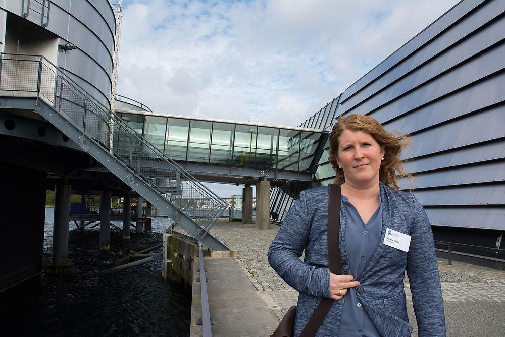 Marianne Eidesvik, bystyrerepresentant i Haugesund, var kommunens utsendte på ordførermøte om olje- og gassnæringen i Stavanger onsdag. Hun forklarer at Aibel er en viktig bedrift i Haugesund, og da selskapet måtte kutte i fjor høst fikk det ringvirkninger i hele kommunen.