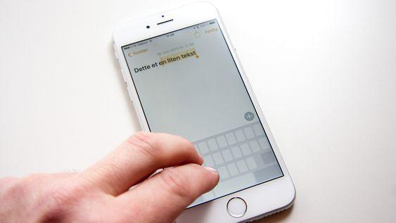 To fingre på tastaturet lar deg markere tekst som om du brukte mus.