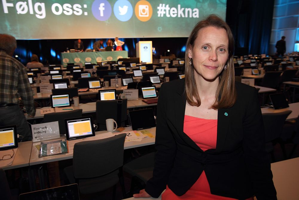 Tekna-president Lise Lyngsnes Randeberg er stolt av at statsminister og statsråder nå trekker fram Teknas fokus på kompetanse for å omstille næringslivet.