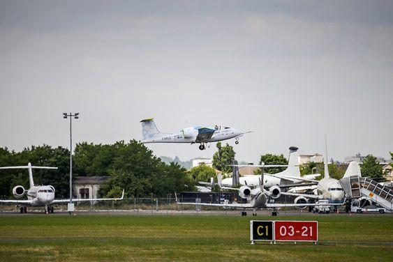 E-Fan tar av fra Le Bourget 19. juni på sin flygning nummer 100.