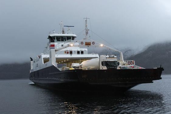 MF Lote ble bygget i 2006 og har plass til 120 biler og 438 passasjerer.