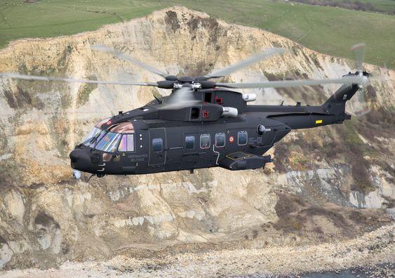 De norske redningshelikoptrene bygger på det italienske forsvarets AW101/HH101A CAESAr. Det såkalte csar-helikopteret er her ute på sin første flytur, 18.mars 2014.