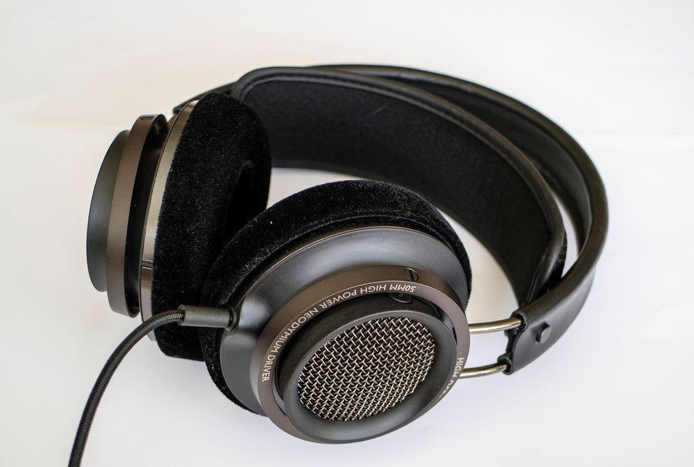 Aldeles nydelig lyd: Philips Fidelio X2 var den store overraskelsen. Disse hodetelefonene har sine begrensninger, men maken til lyd kan vi ikke huske å ha hørt. Det åpner deler av lydbildet på en måte ingen av de andre i testen klarte.
