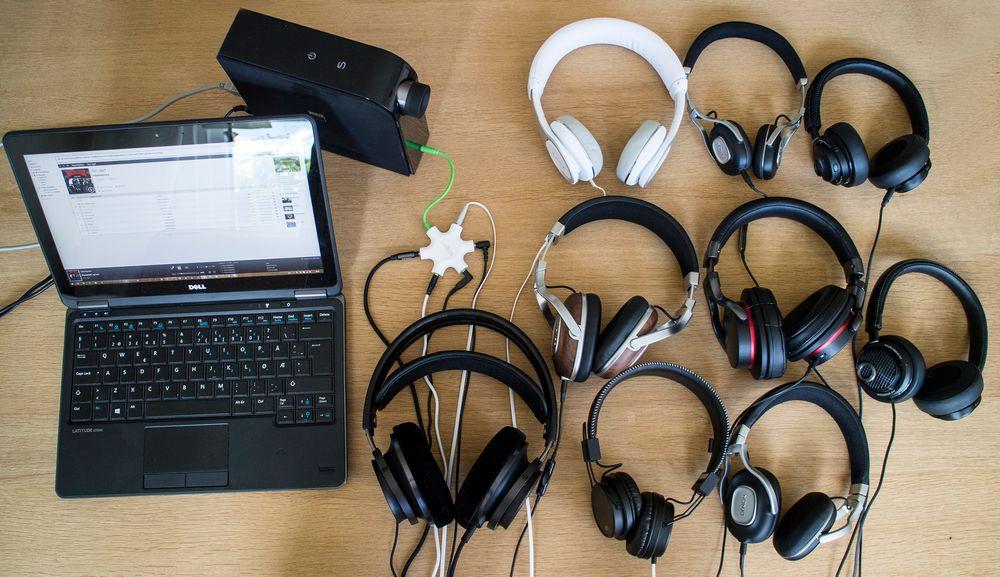 Vi tester: Denne gang hadde vi plukket ut ni hodetelefoner til test. For å mate dem med best mulig lyd benyttet vi Wimp HiFi fra en PC. Lyden ble overført til analogt format via en digital til analogkonverter fra NAD. For å sammenlikne hodetelefonene mellom hverandre lot vi NAD-en drive flere samtidig.