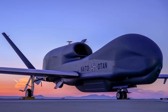 Northrop Grumman avduket Natos første Global Hawk på et arrangement i Palmdale, California 4. juni.