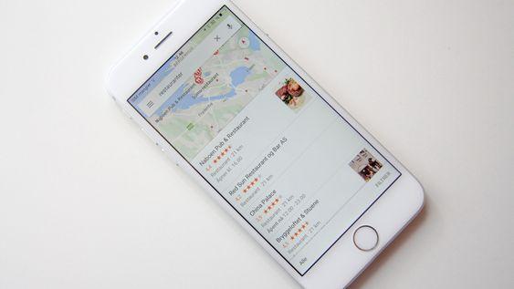 Google Maps kan ikke bare fortelle deg hvor steder er, men også hvordan du kommer i kontakt med dem.