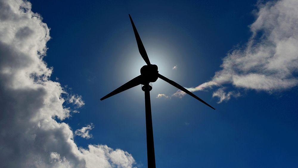Statkraft skriver i en redegjørelse til næringsminister Monica Mæland at vindkraftprosjektet på Fosen fortsatt er lønnsomt, og kan være interessant å bygge ut på egen hånd - uten Snillfjord. stat