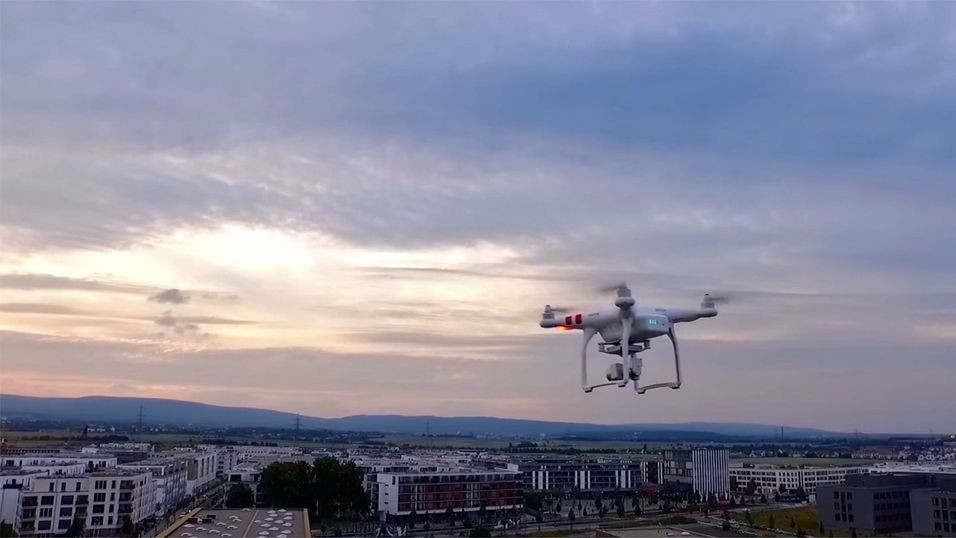 Slik droner, som DJI Phantom 3 Standard (avbildet), blir nå underlagt strengere regelverk og krav om registrering.
