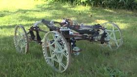 Roboten består av karbonfiber og 3D-skrevne deler.