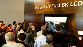 Slik så det ut da Sharp viste frem sin produksjonsklare 8K-modell. Vil LG få like mye oppmerksomhet for UH9800?