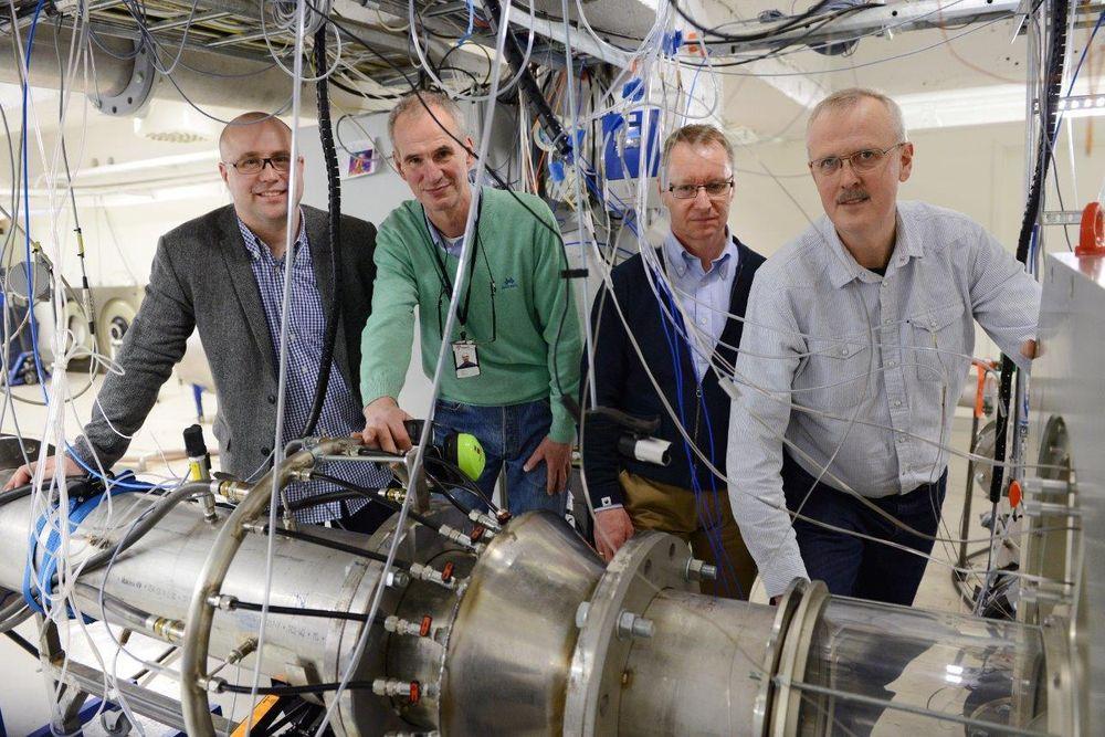 Richard Markeson (Gassco), Morten Løes (Statoil), Harald Fretheim (ABB) og Lars Eirik Bakken (NTNU) har store forventninger til den nye kompressorlabben ved NTNU på Gløshaugen.