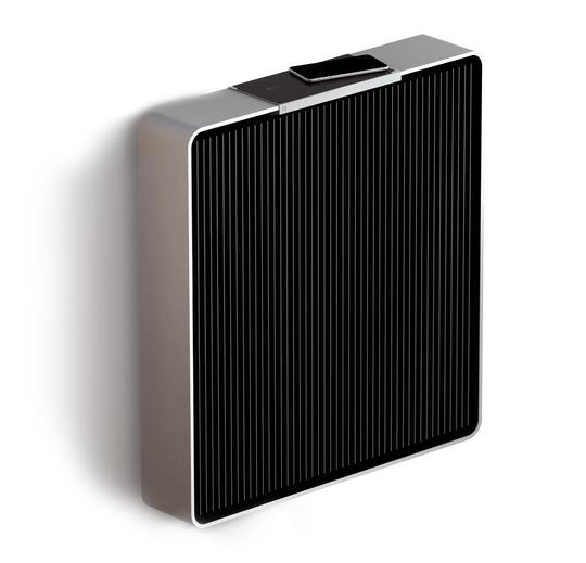 Ovnen styres ved hjelp av en mobiltelefon, eller et lite panel oppå. Den har maksimalt 500 watts effekt, og er dermed ikke veldig kraftig til ren oppvarming.