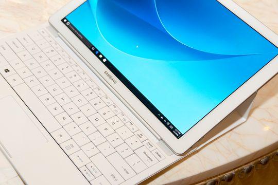 Samsung Galaxy TabPro S med tastatur.