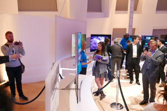 Konsept-TVen måler kun 3,3 millimeter i tykkelse