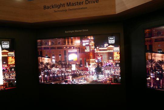 Neonlysene i Las Vegas blir intense med så kraftig lysstyrke.