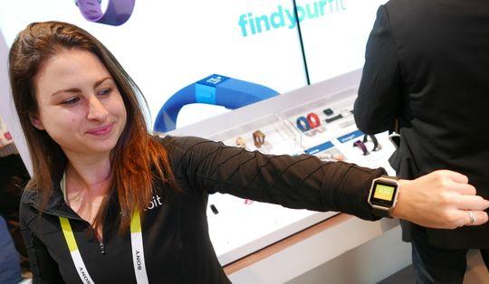 Fitbit Blaze er Fitbits første treningsklokke som ser ut som en vanlig smartklokke.