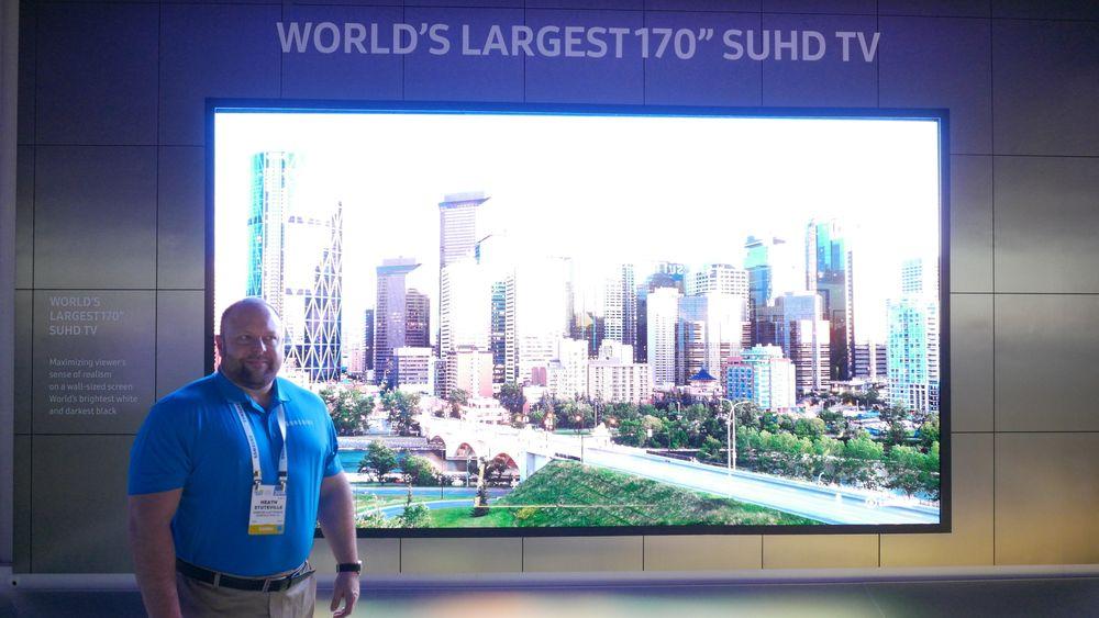 SNIKTITT: Dette er verdens største UHD-skjerm