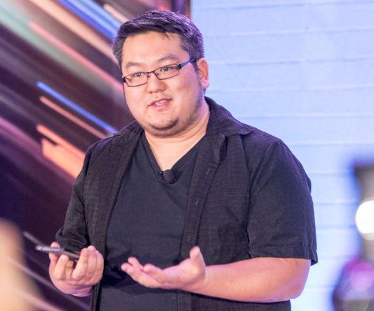 Johnny Lee er sjefsutvikler på Project Tango hos Google. Han demonstrerte hvordan teknologien virker på et av Googles utviklernettbrett.