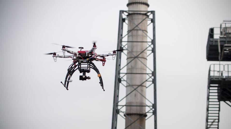 Snart trenger du bare å trykke på en knapp for å ta over kontrollen til naboens drone