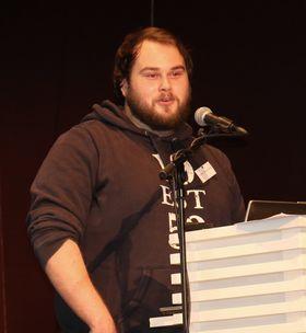 Her holder Kristoffer «TargA» Marthinsen et foredrag om det å være profesjonell StarCraft-spiller i 2014.