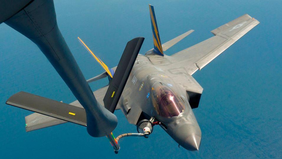 Forsvaret, her representert ved jagerflyet F35, er i mange land en stor eier av frekvensressurser som passer til framtidas mobilnett. Blant annet til radar. Utnyttelsen av disse frekvensene er ofte lite effektiv, og det letes etter metoder for å dele på frekvensene.