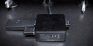 En egen USB-hub til de trådløse mottakerne sørger for kortest mulig reisevei for signalet.