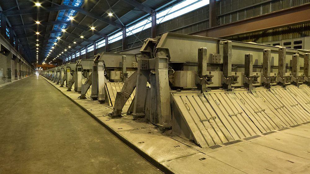 Elektrolyseceller hos Hydro Aluminium, Karmøy. Det er til sammen 288 celler i fabrikken. Eldre styringssystem fra 1982 ble skiftet ut med moderne pls-anlegg i 2014 – 2015, levert av Goodtech Projects & Services. Nå kommer en helt ny linje i tillegg.