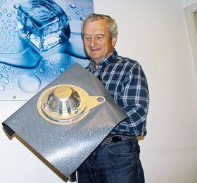 Gründer Alse Johnsen, her med et taksluk utstyrt med varmematte som hindrer isdannelse.
