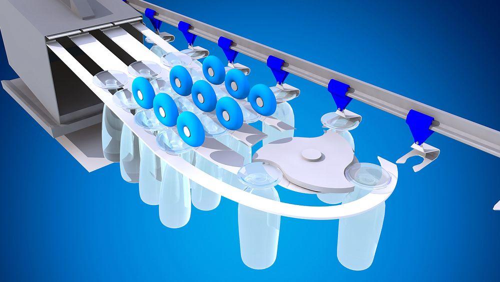 Idet glassene kommer ut av oppvaskmaskinen skal de overføres til transportbåndet. Det kan være en belastning på glassene, og Dynatec anbefaler eget forprosjekt for denne delen av prosjektet.