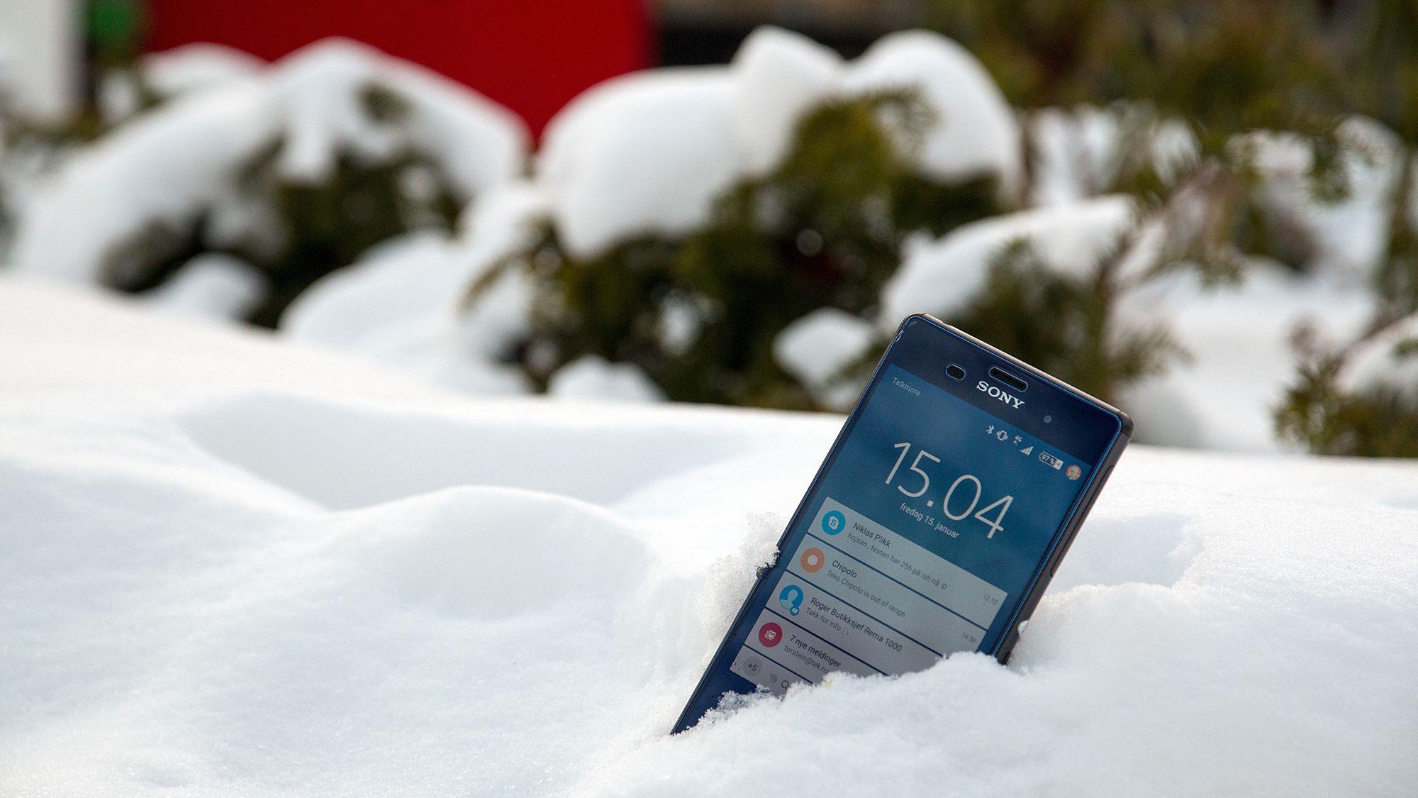 hold mobilen varm på skitur