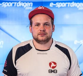 Christian Hagen, spilleransvarlig i BX3, mener de gjør det rette ved å satse på et helt nytt lag.