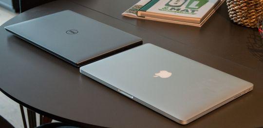 XPS 15s aluminiumskall er noe mørkere enn MacBook Pros.