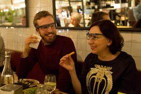 Restaurantgjestene ble utstyrt med Google Glass.
