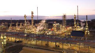 Petroleumstilsynet skal granske arbeidsulykke på Mongstad