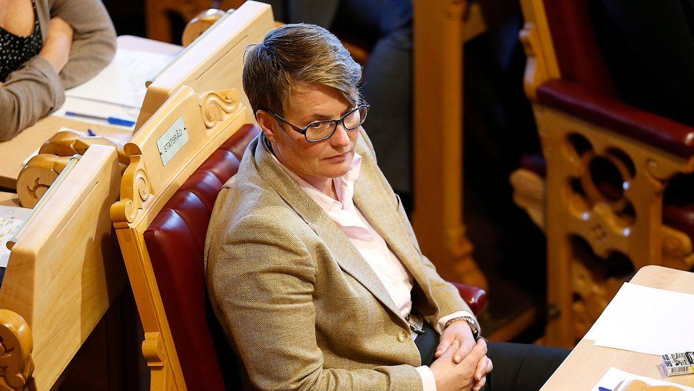 Klima- og miljøvernminister Tine Sundtoft (H) fikk i dag en rekke spørsmål i Stortinget rundt elektrifisering av Utsirahøyden.