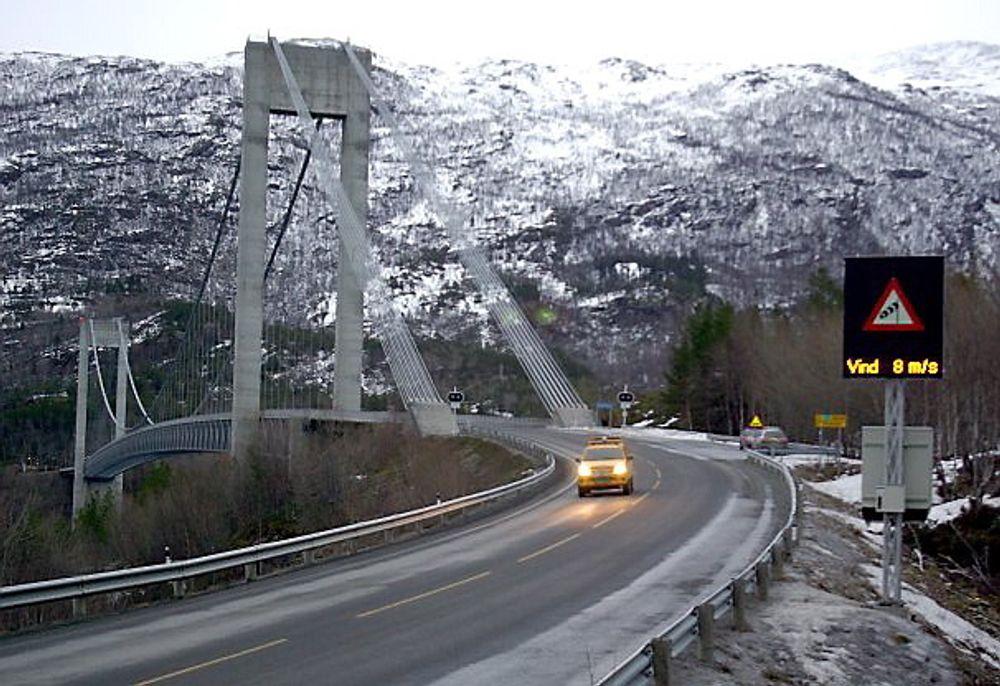 Det automatiske vindvarslingssystemet på Skjombrua i Narvik skal føre til kortere stengetid ved dårlig vær.