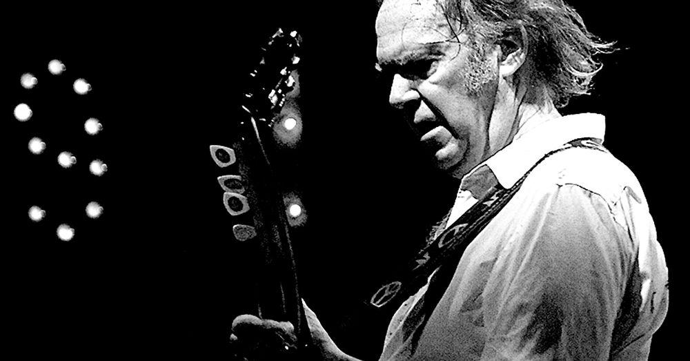 Neil Young protesterer mot oljesandutvinning.