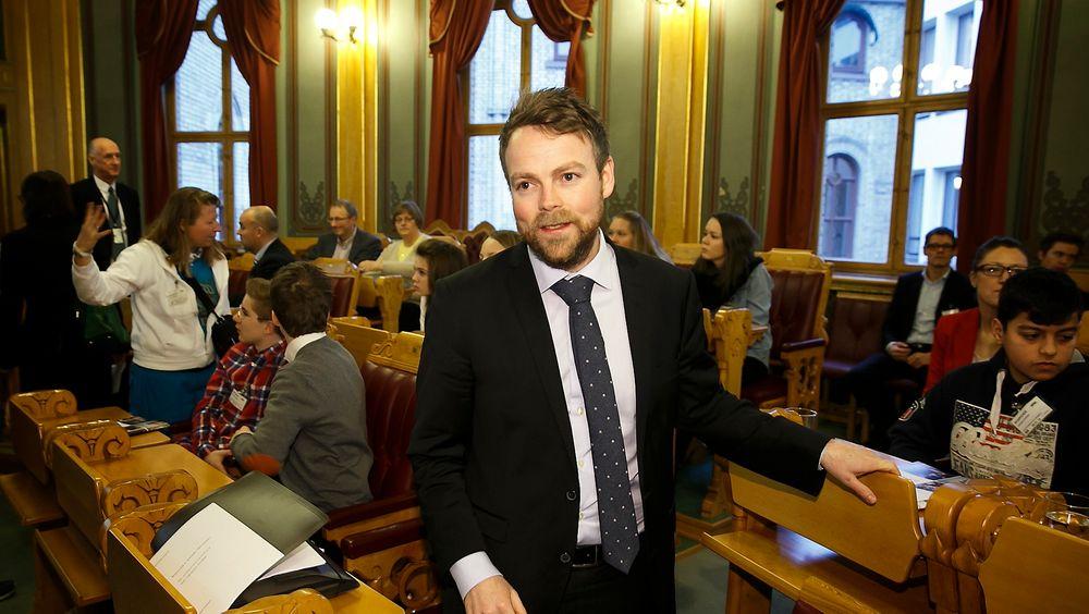 Kunnskapsminister Torbjørn Røe Isaksen (H) er på leting etter forskningsmiljøer å satse på. Han vil at flere skal bli verdensledende.
