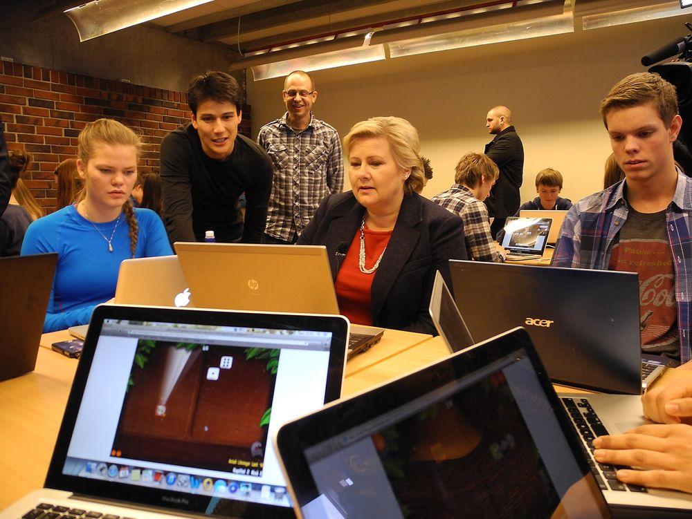 Dårlige PISA-skåringer, norsk programvare og inspirasjon fra Washington har munnet ut i et algebramaraton ved norske skoler. Her er statsminister Erna Solberg under åpningen ved Sandnes vgs. mandag.