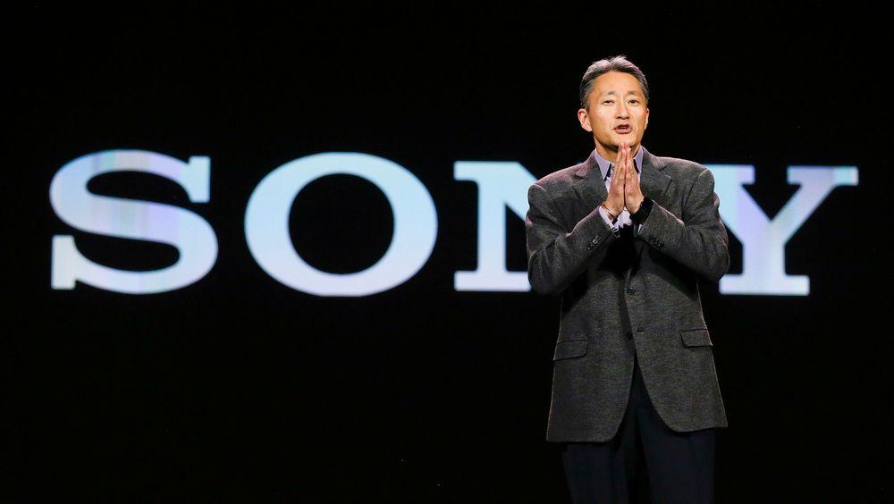 Sonys Kazuo Hirai, her under sin keynote på CES i Las Vegas i januar, har planer om å slippe en smarklokke som er en eneste stor skjerm, ifølge Bloomberg.