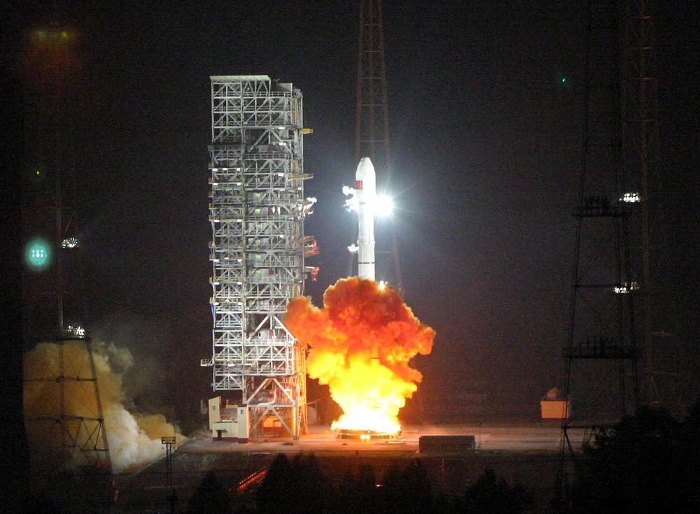 Her blir den sjette navigasjonssaellitten i Beidou-programmet skutt opp fra oppskytningsrampen ved Xichang i Kina.