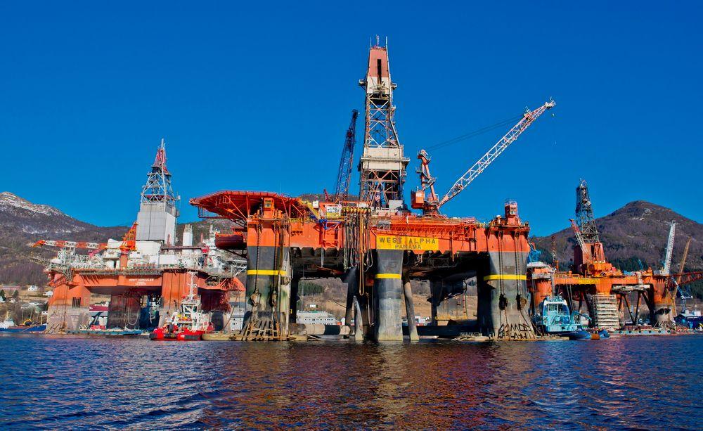 Oljetetthet: Westcon har opplevd travlere og travlere tider på offshoresektoren med ombygginger og vedlikehold på rigger. Bildet er fra mars i fjor da West Alpha kom inn  som rigg nr. 100 siden Westcon gikk inn i dette markedet i 1994.