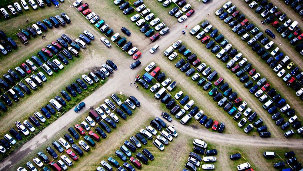 Audis nye navigasjonssystem skal kunne fortelle deg hvorvidt det finnes en ledig parkeringsplass dit du skal når du kommer dit. Her fra Norway Cup på Ekebergsletta.