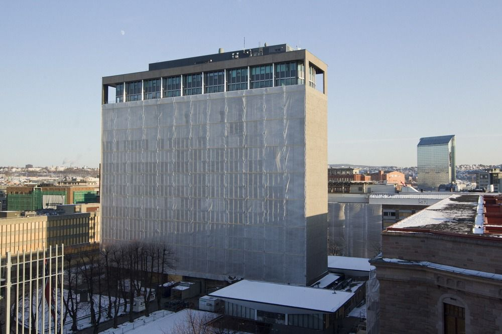TVIL: Det har vært reist tvil om Høyblokka vil klare kravene i TEK10. Nå ber regjeringen om svar. Foto: Berit Roald / Scanpix