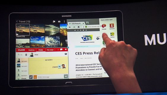 Svære greier: Samsung nye 12,2 tommer nettbrett gjør at man kan jobbe i fire vinduer samtidig.