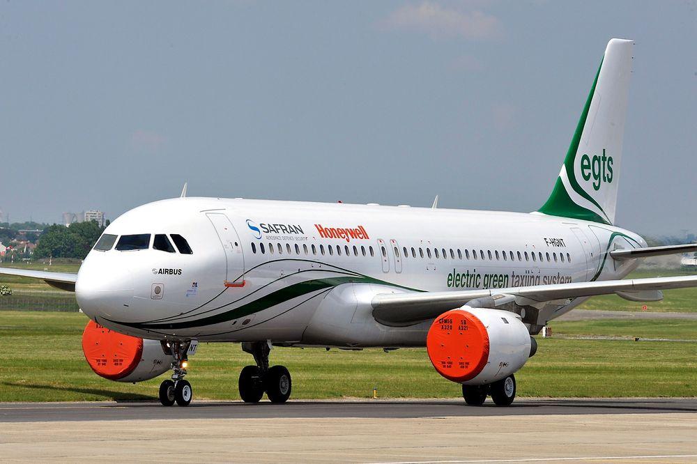 Dette A320-flyet har Honeywell og Safran brukt til å utvikle sitt nye system for elektrisk taksing, EGTS. For et par uker siden gikk også Airbus inn i prosjektet.