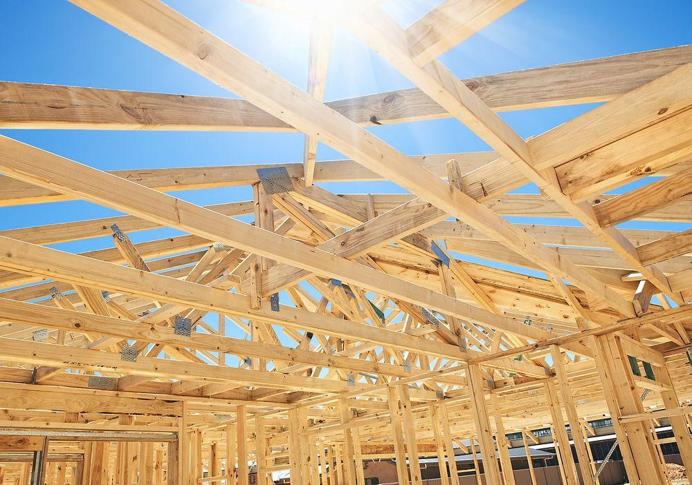 Regjeringen vil se på mulighetene for å forenkle reglene i plan- og byggeprosesser.