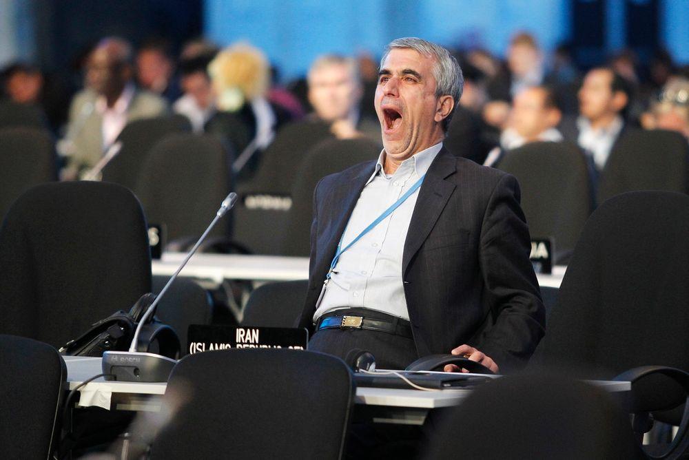 Mange slitne delegater ble til slutt enige om et sluttdokument på klimamøtet i Lima, 30 timer på overtid. Forhandlingene var nær ved å bryte sammen noen timer tidligere som følge av stor avstand mellom blant annet USA og Kina.