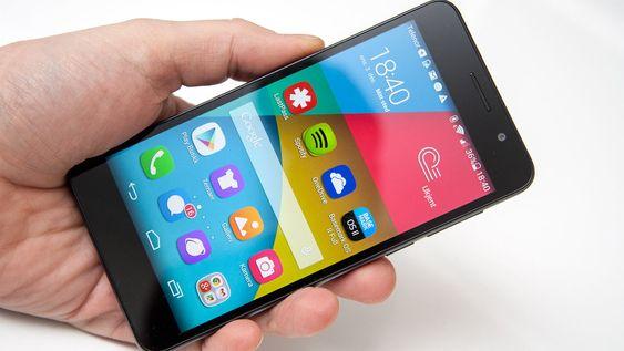 Honor 6 har ingen appmeny slik Android-telefoner flest har, men i stedet en iOS-lignende løsning med alle installerte apper på startskjermene.