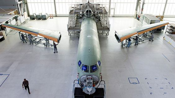 Det første møtet mellom skrog og vinger på Falcon 8X skjedde i juli.